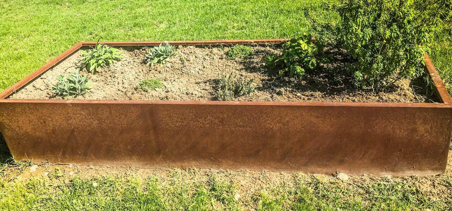 Garden borders: Mapei Farm is a sensory path with the corten